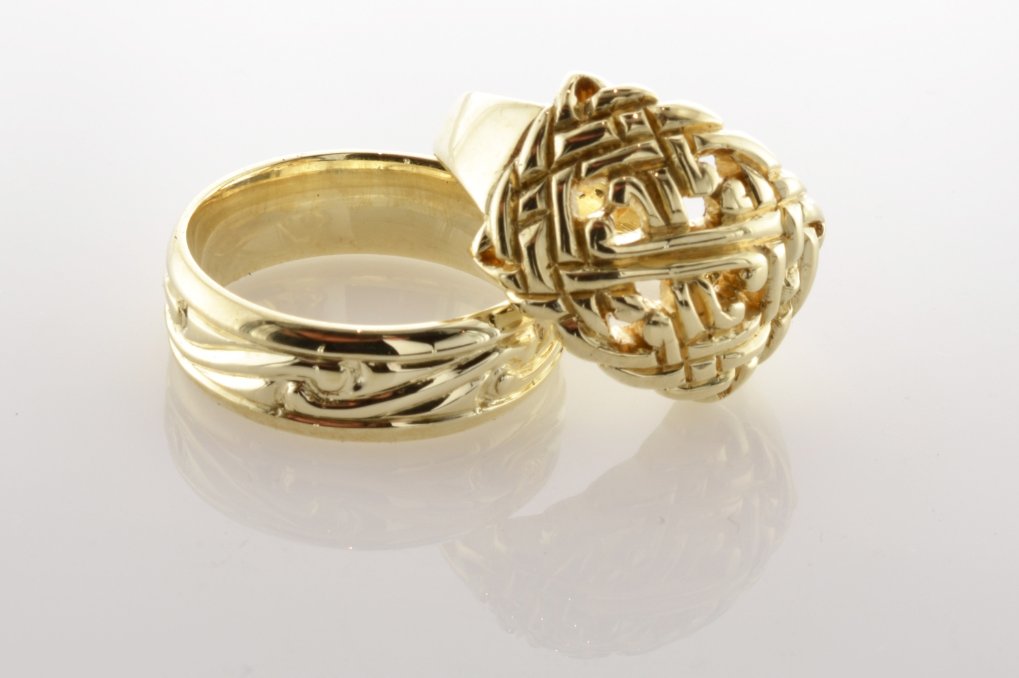 Picture of gold engagment rings